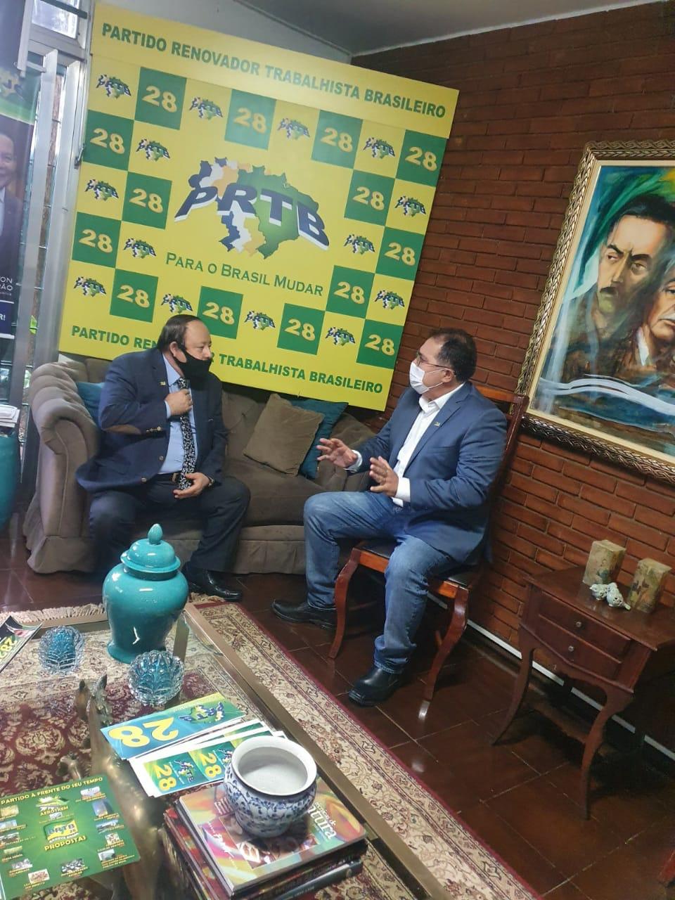 Adeilson Bezerra com o presidente nacional do PRTB Levy Fidelix