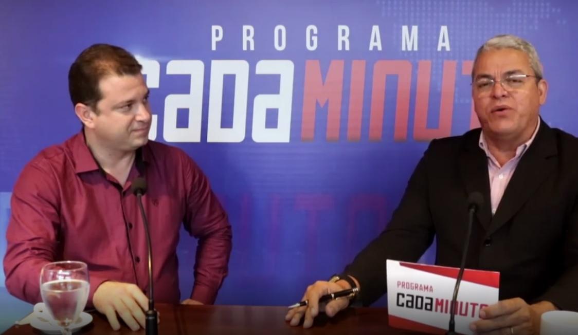 Fábio Loureiro, à esquerda, durante entrevista