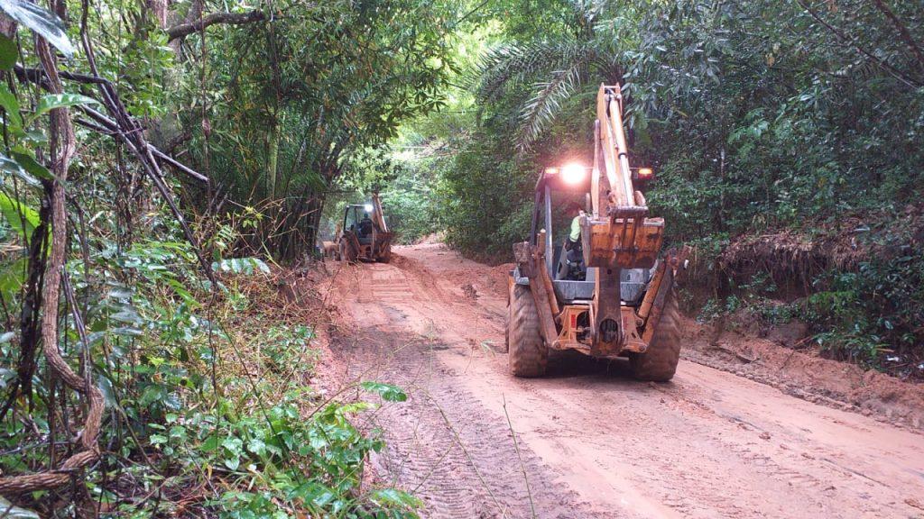 Máquinas fizeram a retirada do volume de terra nas trilhas - Foto: Ascom Sudes