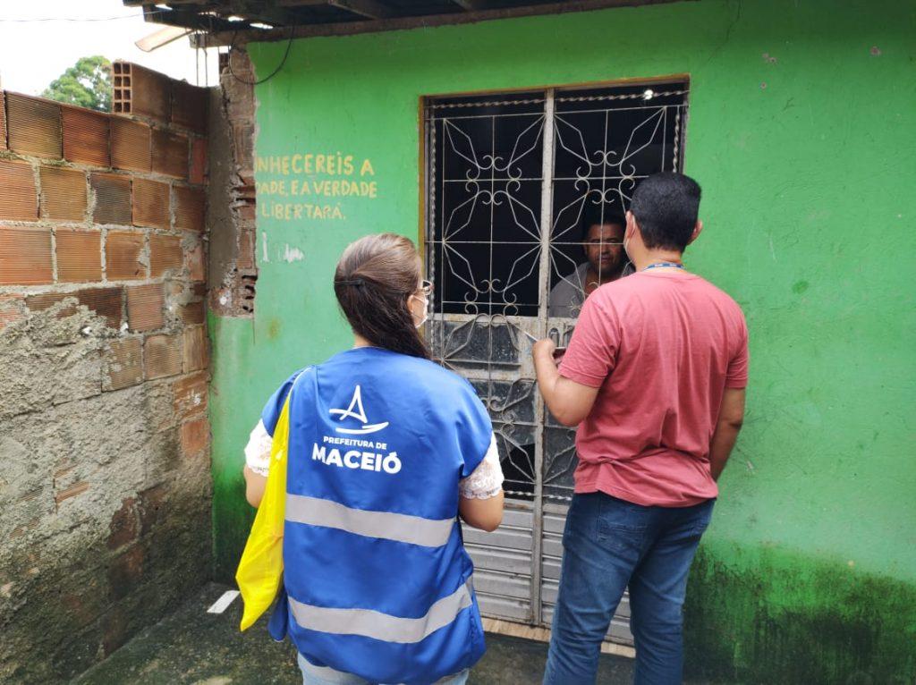 Equipe de educação ambiental passa informações sustentáveis para a população. Foto: Ascom Sudes