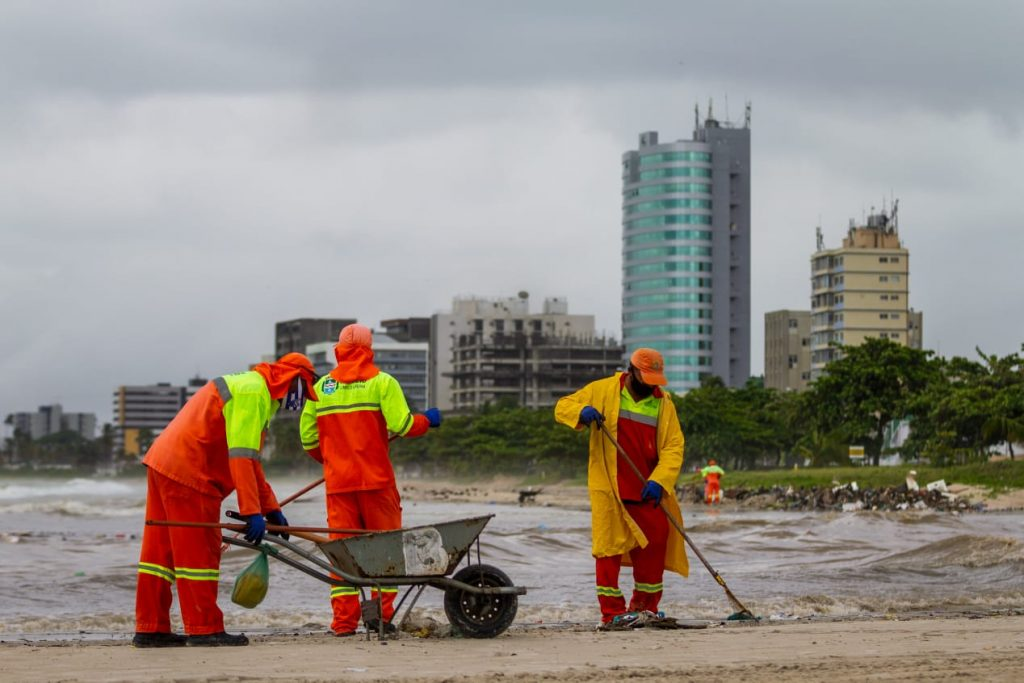 Equipes trabalham 24 horas por dia - Foto: Secom Maceió