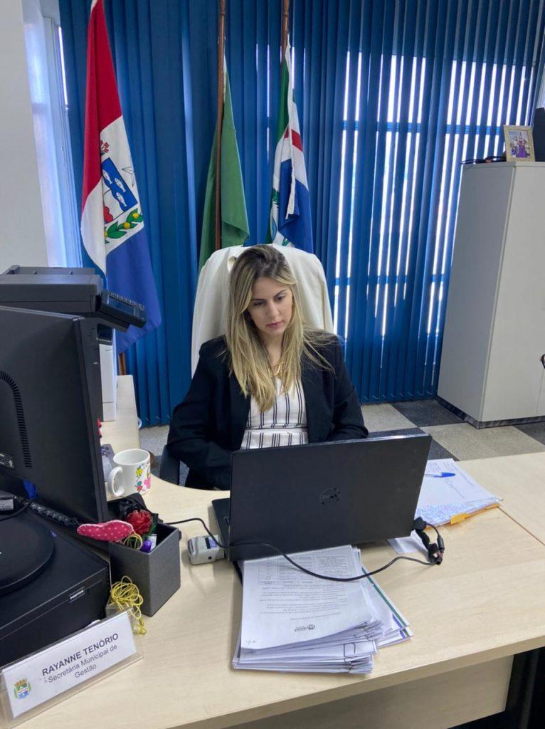 Secretária de Gestão participa de curso de Liderança Feminina com mulheres de todo o país.