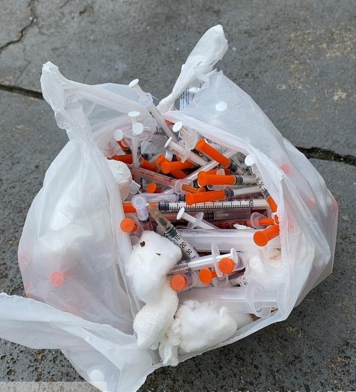 Seringas descartadas de forma errada em lixo comum. Foto: Ascom Sudes