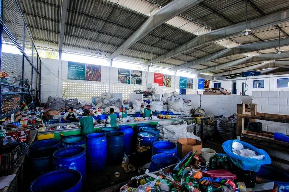 Cooperativas fazem a separação dos resíduos recicláveis. Foto: Secom Maceió